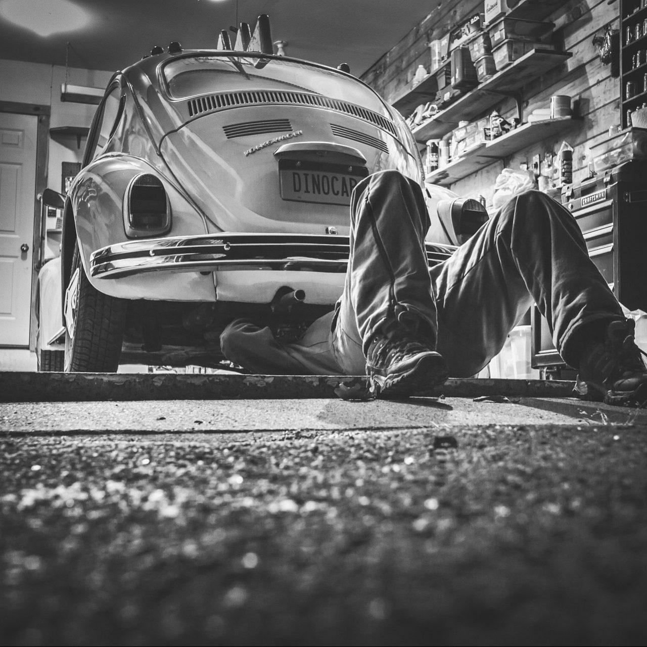 car-repair-362150_1920 (1)